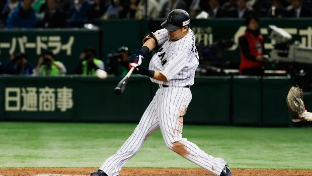 TOKYO, JAPAN - NOVEMBER 10:  Outfielder Yoshitomo Tsutsugoh #25 of Japan hits a RBI double in the fifth inning during the international friendly match between Japan and Mexico at the Tokyo Dome on November 10, 2016 in Tokyo, Japan.  (Photo by Ken Ishii - SAMURAI JAPAN/SAMURAI JAPAN via Getty Images)
